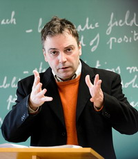 Ivan Ermakoff, professor of sociology, teaches a Political Sociology class